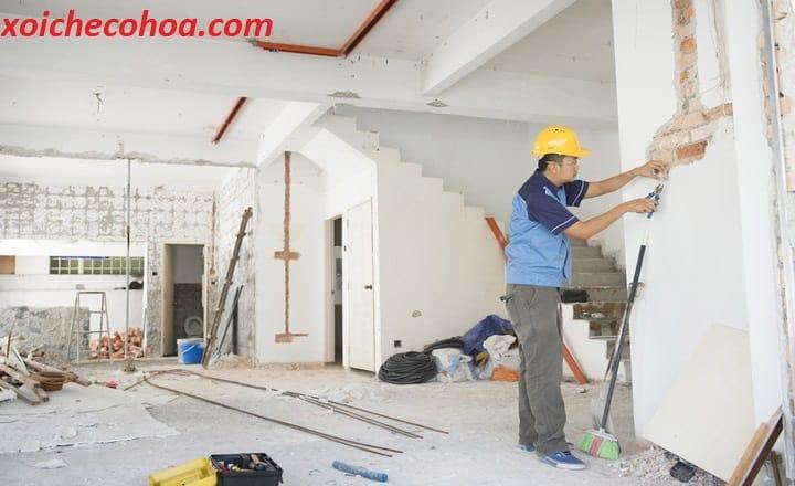 Hình ảnh minh họa gia chủ sửa nhà sau lễ động thổ