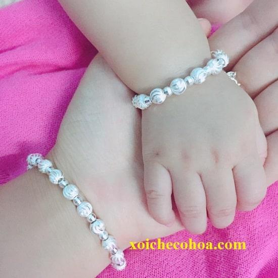 Hình ảnh minh họa lắc tay quà đầy năm cho bé gái